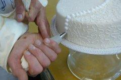 Bruidstaart decoreren